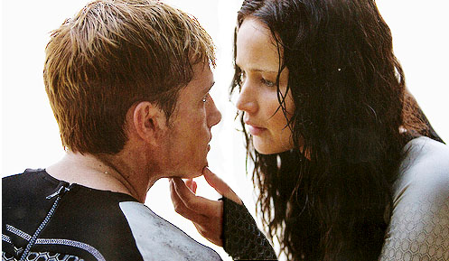 Peeta-Katniss-Beach-scene-catching-fire-36044365-497-289