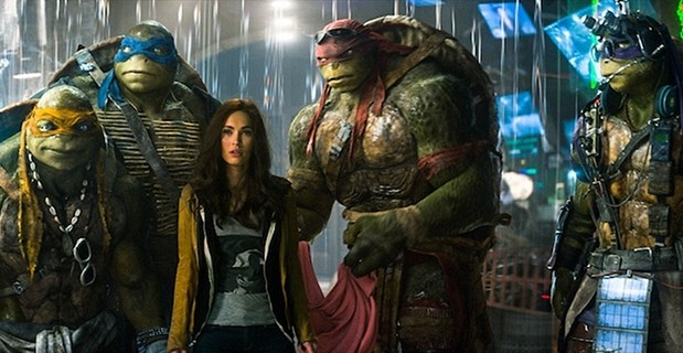 Megan-Fox-and-the-Ninja-Turtles-in-TMNT-2014